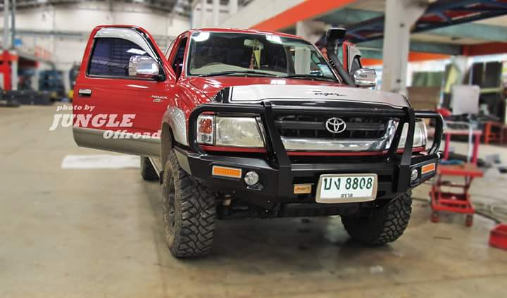 TOYOTA D4D with Front Bumper Straight Steel Loop by JUNGLE กับกันชนหน้าเขาตรง จาก JUNGLE
