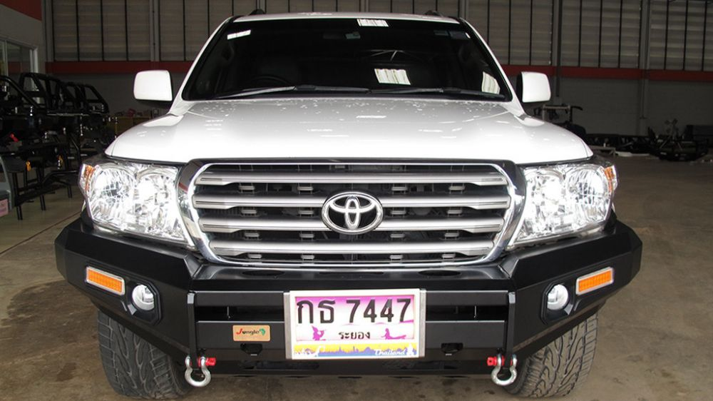 กันชนหน้า jungle4wd / PJ-110-Landcruiser-VX-200 Front Bumper Steel Black powder coated, non loop with Fog Lamp and LED indicator.Available for all pick up models made in Thailand.