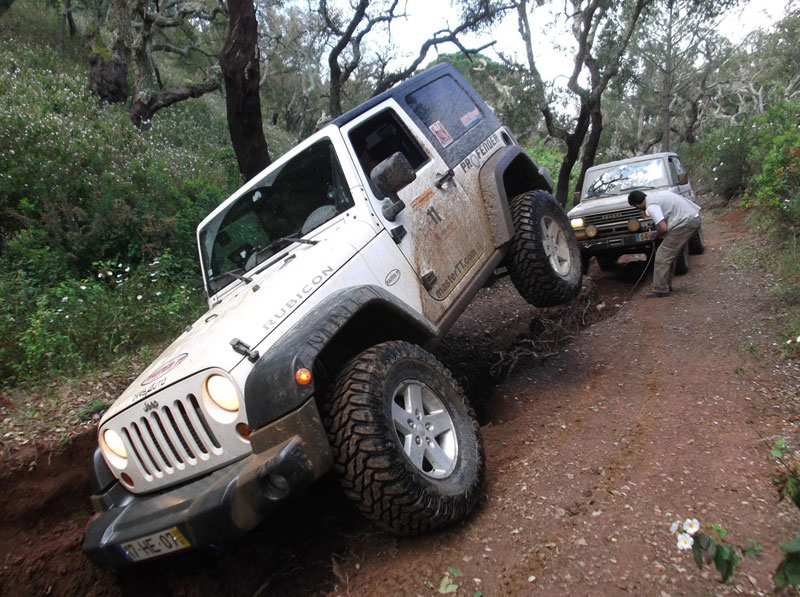 รถ Jeep Wrangler JK with Profender advertising who participated in the biggest race of all-terrain navigation - Grândola Adventure 2012.