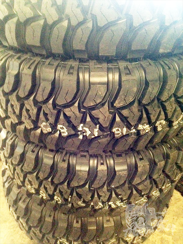 Mickey Thompson BAJA MTZ (MUD)                Price List   	33X12.50 R15 108Q                                            8,000 / เส้น  	35X12.50 R15 113Q                                            9,500 / เส้น  	305/70 R16    124/121Q=33X12.5R16                  9,300 / เส้น  	265/75 R16    123/120Q=32X10.50R16                7,800 / เส้น  	285/75 R16    123/126Q=33X11.50R16                8,200 / เส้น  	315/75 R16    127/124Q=35X12.5R16                  9,500 / เส้น  	265/70 R17    121/118Q=32X10.50R17                10,300 / เส้น  	285/70 R17    121/118Q=33X11.50R17                12,600 / เส้น  	315/70 R17    121/118Q=35X12.50R17                11,400 / เส้น  	37X12.50 R17 124P                                            15,200 / เส้น  	275/70 R18    125/122Q=33X11.00R18                12,600 / เส้น  	305/70 R18    126/123Q=35X12.5R18                  16,300 / เส้น  	38X15.50 R20 124N                                            23,900 / เส้น