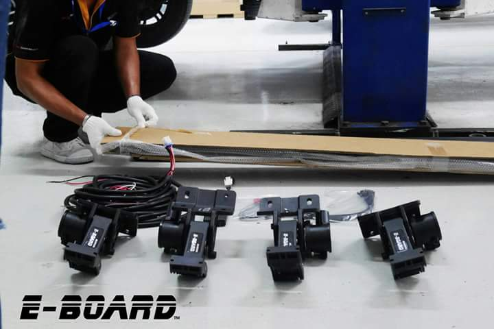 บันไดสไลด์อัจฉริยะ E-BOARD  Start project ร่วมกันระหว่าง RMA Automotive E Board บันไดสไลด์อัจฉริยะ ได้รับการรับรองโดย TS16949 การผลิตอุตสาหกรรมยานยนต์ ......................................................................................................................................... E-board Enjoy Up and Down!!! (Available for Toyota Revo, Fortuner, LC200 Champ, Isuzu D-Max V-Cross, Mu-X , Navara NP300 ,Mitsubishi Pajero, Pajero Sport,Triton, Ford Everset ,Ranger, T6, Mazda BT50 Pro, Jeep Rubicon, Wrangler JK, Land Rover Rangrover Evoque,Chevrolet Trailblazer...etc)