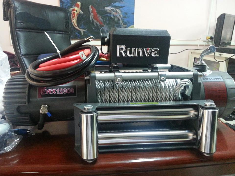 Runva Winch รุ่น EWX12000 (สลิง) มี 12V และ 24VMotor: series wound12V:Input: 5.4 kW / 7.2hp; Output: 2.7kW / 3.6hp24V:Input: 5.3 kW / 7.1hp; Output: 3.3 kW /4.4hpGear reduction ratio 230:1 ราคา 20,500 บาท