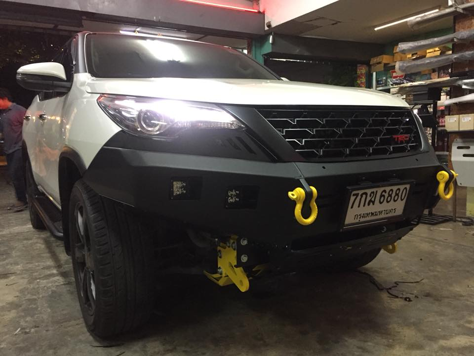 New fortuner trd- กันชนหน้า off road x- บันไดข้าง off road x- กันชนท้าย off road x- กันแคร้ง off road x- หูลากด้านหน้า off road x