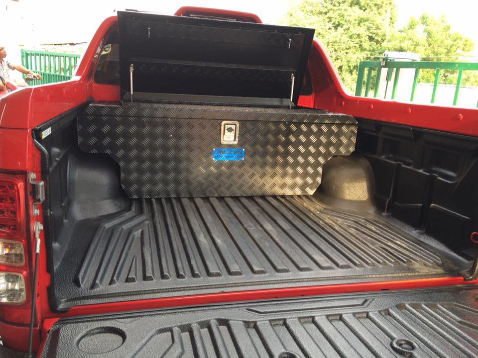 งาน M2M Aluminium Tool Box. Chevrolet Colorado High Country.