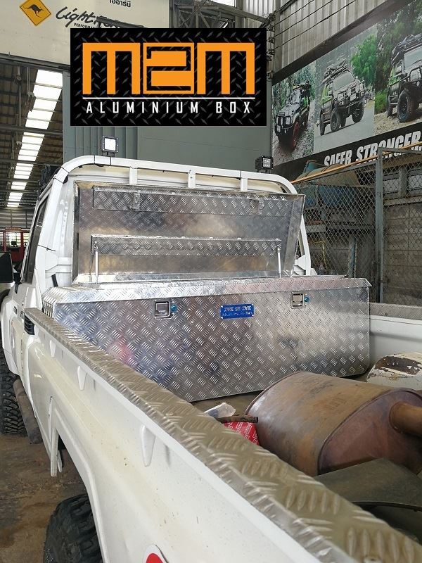 "งาน M2M Aluminium Box For Landcruiser79 "" It's more beautytiful in every cars """