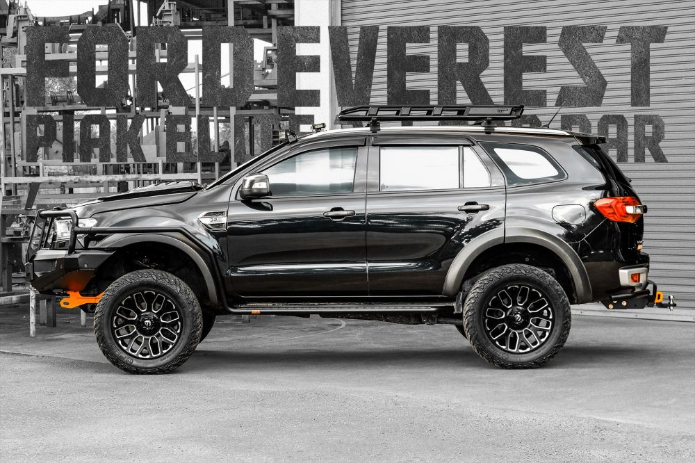 รถ FORD EVEREST (2015/2018) Equipped • PIAK ELITE 3-LOOP BAR[Built-in Underbody Protection and Recovery Points]• Side Steps + Side Rails• Compact Rear Tow Bar with Side Rails• ROCKRUNNER Roof Cargo Basket